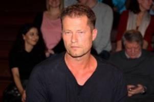 Corona-Pandemie: Mein Held: Til Schweiger posiert mit Querdenken-Autor