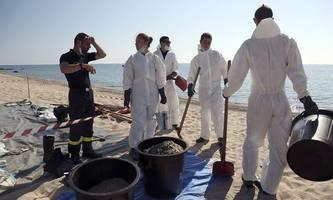 Ölteppich erreicht Strand auf Korsika