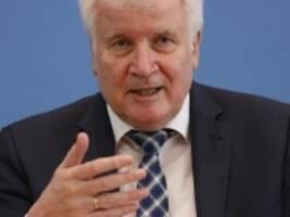 verfassungsschutzbericht 2020: seehofer besorgt über nähe von rechtsextremen und bürgerlichen demonstranten