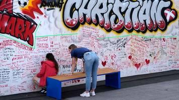 Zusammengebrochener Däne - Mitten in Kopenhagen: Graffiti und Botschaften für Eriksen