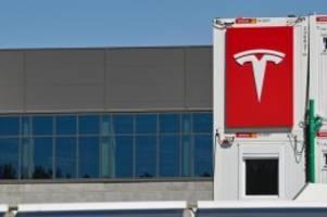 Auto: Umweltverbände gegen Vorabzulassung für Tesla vor Gericht