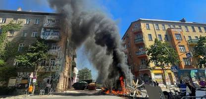 berlin rigaer straße: brennende barrikaden und fliegende steine