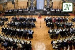 hamburger abgeordnete: bürgerschaft diskutiert über klimawandel und parkgebühren