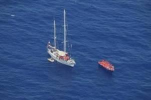 Migration: Hilfsschiff Nadir bringt 86 Bootsmigranten nach Italien