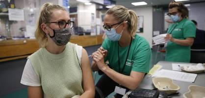 unternehmen in Österreich und großbritannien preschen bei impfpflicht vor