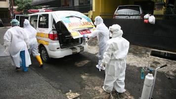 Corona-News   Hunderte geimpfte Ärzte in Indonesien infiziert