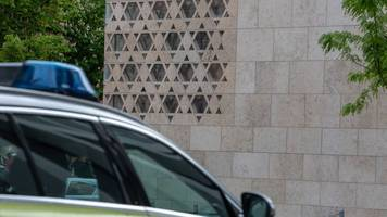 anschlag auf synagoge: polizei sucht mit fotos nach täter