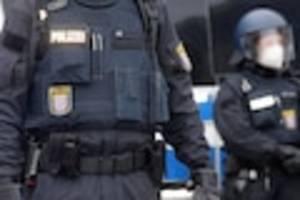 streifenpartnerin vertuschte den fall - er fesselte wehrlosen migranten und schlug auf ihn ein - urteil gegen prügel-polizist