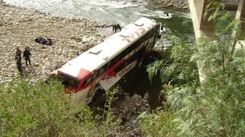 mindestens 27 tote bei busunglück in peru