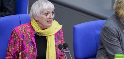 claudia roth fordert studie über rechtsextremismus bei bundestagspolizei