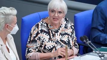 claudia roth fordert studie über rechtsextremismus