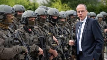 polizei-gewerkschaft wirft beuth fehlende rückdeckung vor