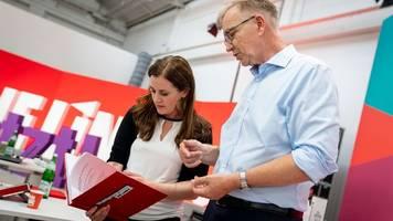 Parteitag - Rotkäppchen und Robin Hood: Linke beschließt Wahlprogramm