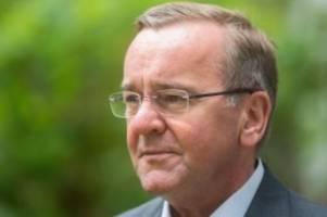Regierung: Risiko Baumunfall: Kampagne gegen überhöhte Geschwindigkeit