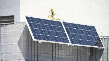 strom vom balkon: so zapfen mieter mit solaranlagen die sonne an