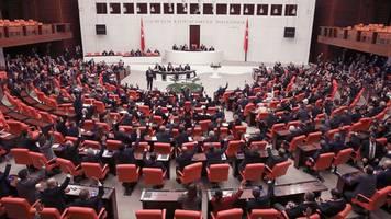 Prokurdische Partei - Türkei: Verfassungsgericht nimmt Verbotsklage gegen HDP an