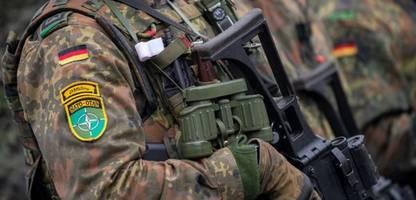 bundeswehr in litauen: annegret kramp-karrenbauer besetzt panzergrenadier-zug neu