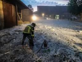 Unwetter in Süddeutschland: Verletzte durch tennisballgroße Hagelkörner