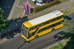 Nahverkehr: Pappschilder statt digitale Anzeigen in BVG-Bussen