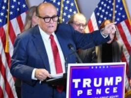 new york: lizenz von trump-anwalt giuliani ausgesetzt - wegenlügen zur us-wahl
