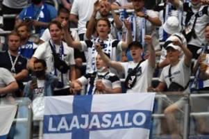 Fußball-EM: Nach EM-Spielen: Fast 100 Finnland-Fans mit Corona infiziert