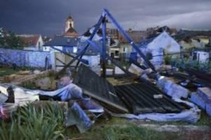 Naturkatastrophe: Bis zu 150 Verletzte bei Unwetter mit Tornado in Tschechien