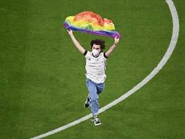 uefa ermittelt gegen ungarn: regenbogen-flitzer droht stadionverbot