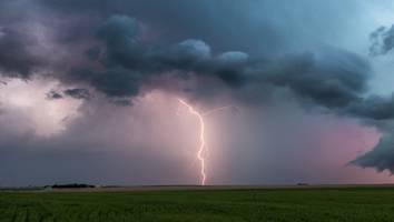 tornado, hagel, gewitter - achtung, gefahr: wie sie sich bei unwetter richtig schützen