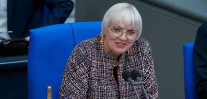 Claudia Roth: Polizist nach Beleidigung zu 4400 Euro Geldstrafe verurteilt
