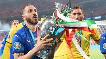 fußball-europameisterschaft - elf der em: fünf italiener,  drei engländer und kein ronaldo