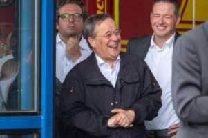 Ministerpräsident: Hochwasser: Lachender Armin Laschet sorgt für Kritik