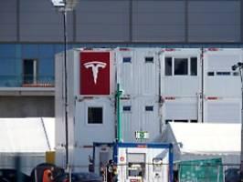 Bauarbeiten ohne Genehmigung: Minister erwartet Umweltzulassung für Tesla