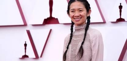 filmfestspiele von venedig: chloé zhao neben bong joon-ho in der jury