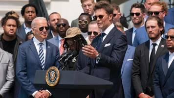 Super-Bowl-Star Tom Brady scherzt mit Präsident Joe Biden über Donald Trump