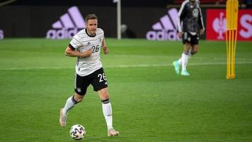 freiburger günter bleibt mannschaftskapitän