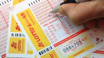 Nach zwei Wochen gefunden - Mit 25 Euro Einsatz: Mutter aus Brandenburg gewinnt 48 Millionen Euro im Lotto