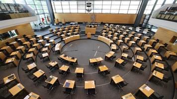abstimmung über misstrauensvotum begonnen: cdu bleibt sitzen