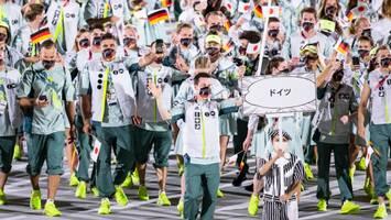 """""""Wer ist dafür verantwortlich?"""" - Deutsches Outfit bei Olympia-Eröffnung irritiert sogar Athleten"""