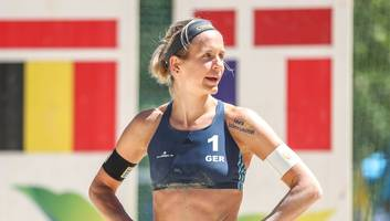 Sie trägt die deutsche Fahne - Umjubelte Beachvolleyballerin: Laura Ludwig sieht Olympia-Vorteil in ihrer Mutterschaft