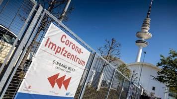 Corona in Hamburg: Stadt bietet in den Messehallen Impfungen ohne Termin an