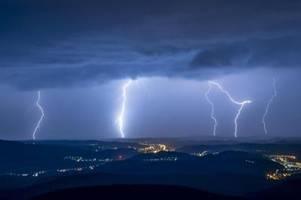 Gewitterfront erreicht Bayern: Deutscher Wetterdienst warnt vor Unwetter
