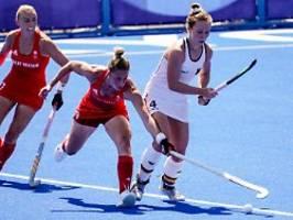 hockey-damen drehen auftakt: geiler sieg mit regenbogen-binde