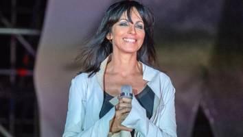 """Nächste Kontroverse um Popsängerin - Nena wütet bei Konzert gegen Maßnahmen: """"Holt mich mit der Polizei hier runter"""""""
