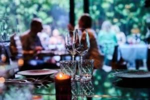 Regierung: Größere Treffen und Feiern in Schleswig-Holstein erlaubt
