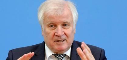 innenminister seehofer erwartet einschränkungen für nicht-geimpfte