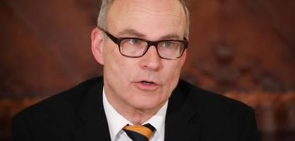 """Schulsenator Rabe will weiter """"volle Präsenz"""" an Schulen"""