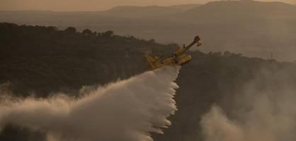 schwere waldbrände im mittelmeerraum – evakuierung in urlaubsregion
