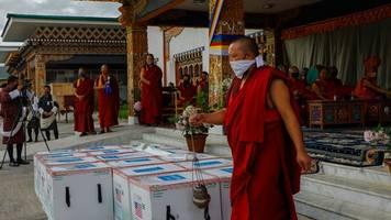 corona: königreich bhutan legt impfsprint hin