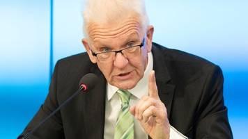 Kretschmann sagt Einschränkungen für Ungeimpfte voraus