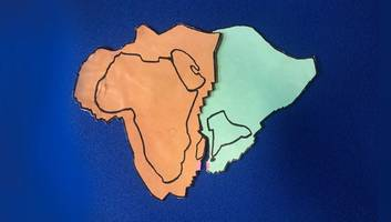 ursprung aller plattentektonik? - supervulkan ließ erdplatte rotieren - folgen bis nach europa